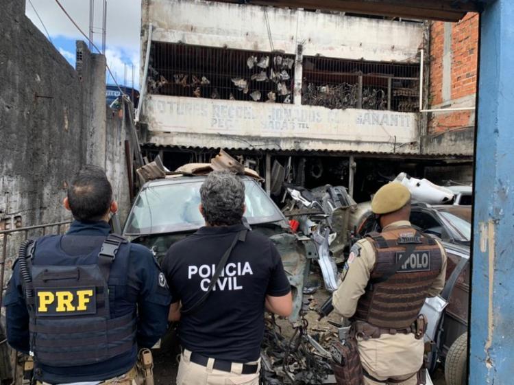 Operação vistoriou estabelecimentos comerciais utilizados para a venda ilegal de peças de carros roubados | Foto: Divulgação/ PRF - Foto: Divulgação/ PRF