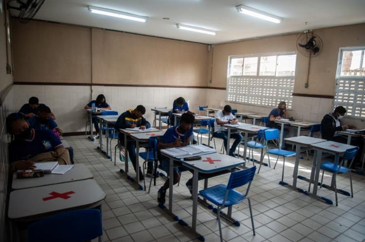 Professores só devem retomar após estarem completamente imunizados | Foto: Felipe Iruatã | Ag. A TARDE - Foto: Felipe Iruatã | Ag. A TARDE