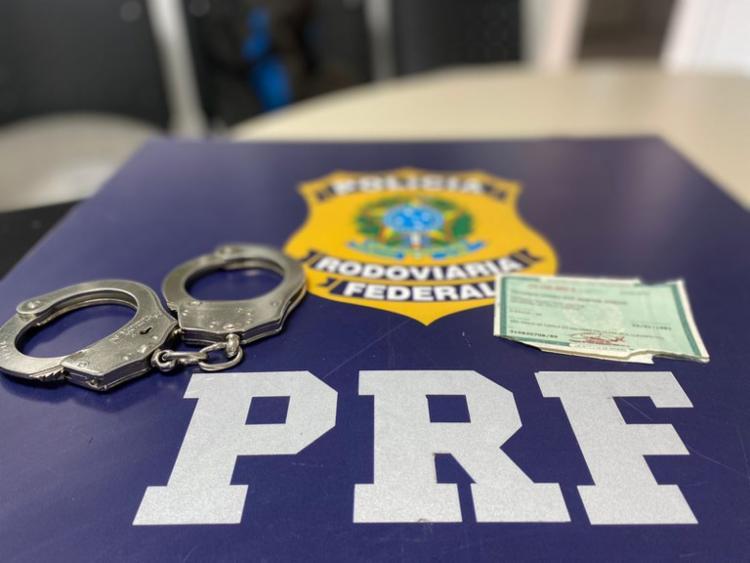 Homem de 40 anos tentou enganar a fiscalização com documento falso | Foto: Divulgação | PRF - Foto: Divulgação | PRF