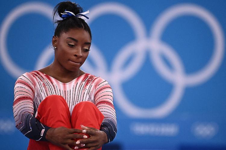O assunto ganhou grande repercussão na mídia, em plena Olimpíada e com uma estrela diretamente afetada, a ginasta Simone Biles   Foto: Lionel Bonaventure   AFP - Foto: Lionel Bonaventure   AFP