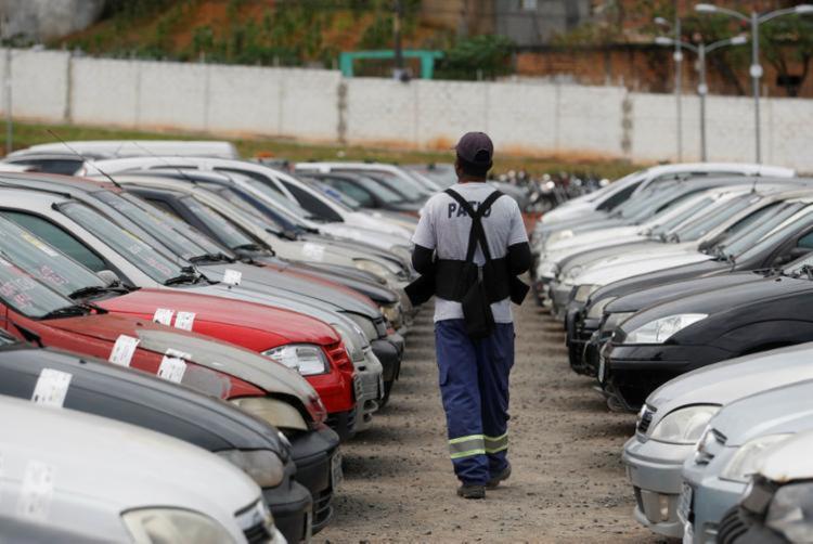 Automóveis estavam em estado de abandono   Foto: Raul Spinassé   Ag. A TARDE - Foto: Raul Spinassé   Ag. A TARDE