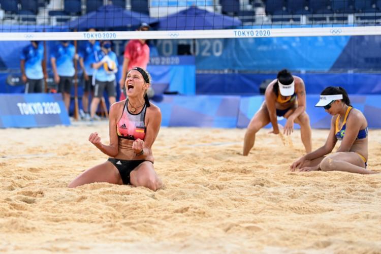 Em uma partida acirrada, a dupla alemã venceu com parciais de 21-19, 19-21 e 16-14   Foto: Daniel Leal-Olivas   AFP - Foto: Daniel Leal-Olivas   AFP
