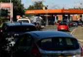 Governo britânico tenta acalmar a população ante escassez de combustível | Foto: Ben STANSALL / AFP