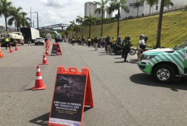 Blitz educativa aborda mais de 130 condutores em Salvador