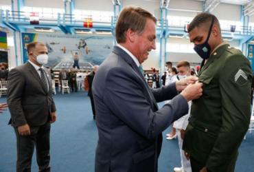 Bolsonaro entrega medalhas a campeões olímpicos militares no RJ | Alan Santos | PR