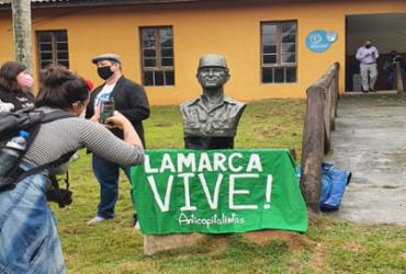 Busto de Lamarca removido por Salles é reinaugurado por militantes | Reprodução | Twitter