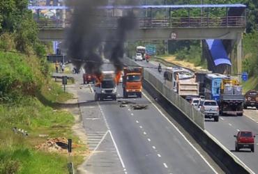 Caminhão que transportava carne é incendiado na BA-526 |