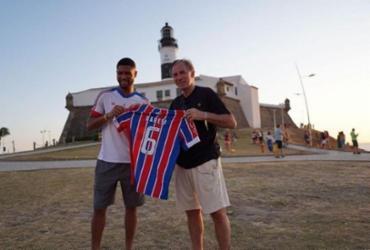 Campeão mundial Baresi visita Salvador e recebe camisa do Bahia de Hebert Conceição | Reprodução | Instagram
