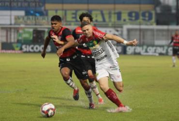 Sob forte chuva, Vitória empata com o Brusque em Santa Catarina e segue no Z-4 | Lucas Gabriel | Brusque FC