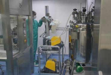 Fiocruz conclui pré-validação do insumo nacional da vacina contra Covid-19 | Bio-Manguinhos | Fiocruz