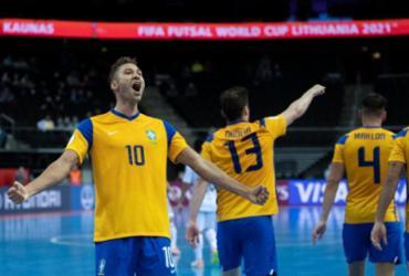 Brasil leva susto, mas bate Japão e vai às quartas do Mundial | Thais Magalhães | CBF