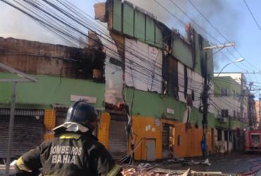 Incêndio de grandes proporções atinge loja de autopeças em Salvador | Olga Leiria | Ag. A TARDE