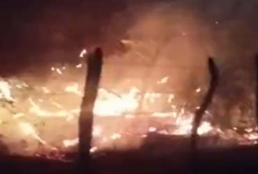 Incêndio de grandes proporções é registrado em área de vegetação de Macaúbas