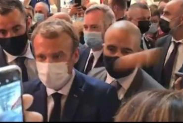 Jovem que jogou ovo em Macron é internado em clínica psiquiátrica | Reprodução/ Redes sociais
