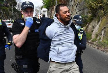 Mais de 200 detidos em protesto contra o confinamento em Melbourne | William West | AFP