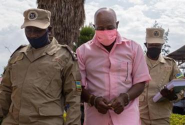 Ativista que inspirou 'Hotel Ruanda' é condenado à prisão por terrorismo | Simon Wohlfahrt/AFP