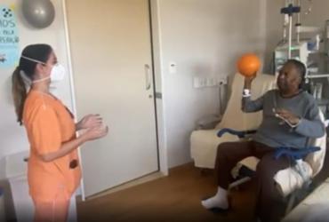 Pelé posta vídeo fazendo exercício com bola no hospital | Reprodução