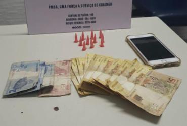 Homem é preso por suspeita de tráfico de drogas em Praia do Forte