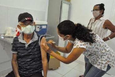 Barreiras inicia aplicação de 3ª dose contra Covid-19 em idosos