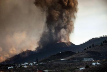 Aeroporto de La Palma, nas Ilhas Canárias, está paralisado por erupção vulcânica | Desiree Martin / AFP