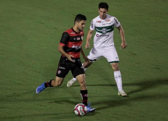 Vitória empata com o Coritiba no Barradão e completa 10 rodadas no Z-4 | Felipe Iruatã | Ag. A TARDE