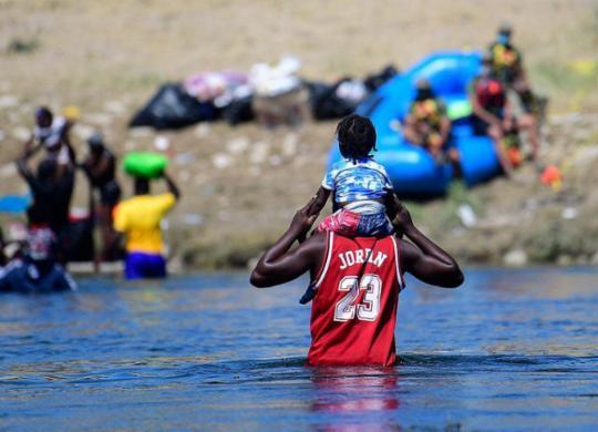 Enviado dos EUA ao Haiti renuncia e critica 'deportações desumanas' de imigrantes | Pedro Pardo | AFP