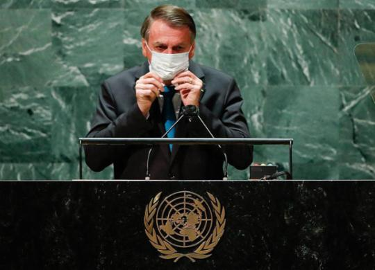 E Bolsonaro paga caro por tanto gostar dos EUA e chutar a Covid | Eduardo Munoz | Ag. A TARDE