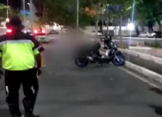 Motociclista morre após derrapar e bater em poste no Vale do Canela   Reprodução