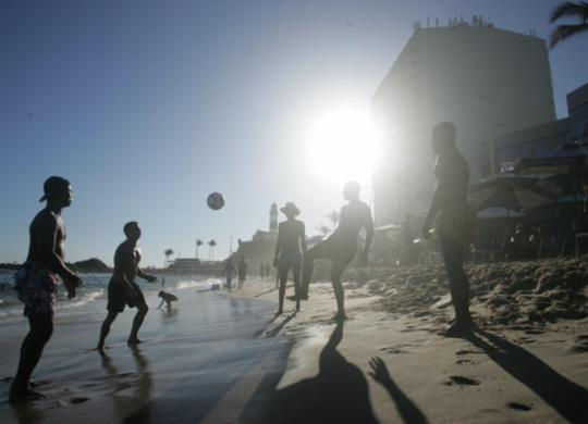 Na reta final do inverno, banhistas aproveitam calor e lotam praias na Barra | Olga Leiria | Ag. A TARDE