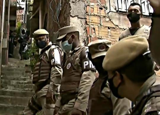 Bandidos que fizeram mulher refém em Brotas se entregam   Reprodução/ Record Tv