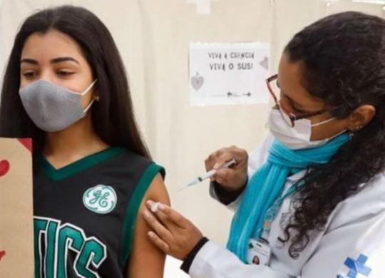 Vacinação de adolescentes sem comorbidades segue suspensa em Salvador nesta sexta | Divulgação