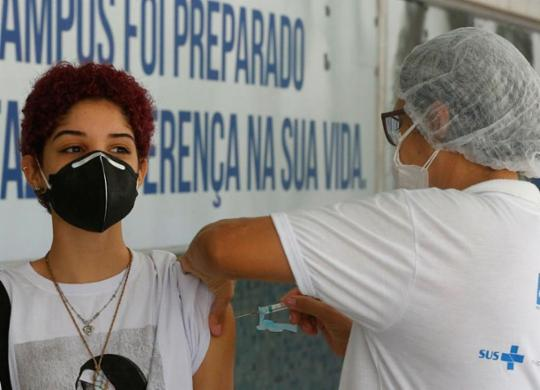 Salvador realiza mutirão das segundas doses; aplicação da primeira é suspensa | Rafael Martins | Ag. A TARDE