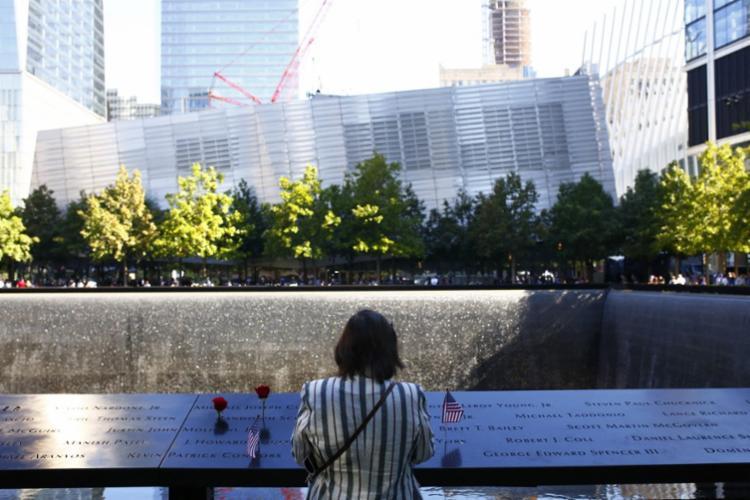 Um minuto de silêncio foi observado às 8h46 (9h46 de Brasília) no memorial de Manhattan (Nova York), onde ficavam as torres gêmeas do World Trade Center (WTC)   Foto: Michael M. Santiago   Getty Images via AFP - Foto: Michael M. Santiago   Getty Images via AFP