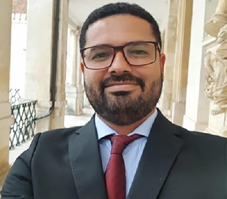 O advogado e doutor em direito, Efson Lima analisa as lutas por direitos da população LGBTQIA+. Foto: Acervo pessoal