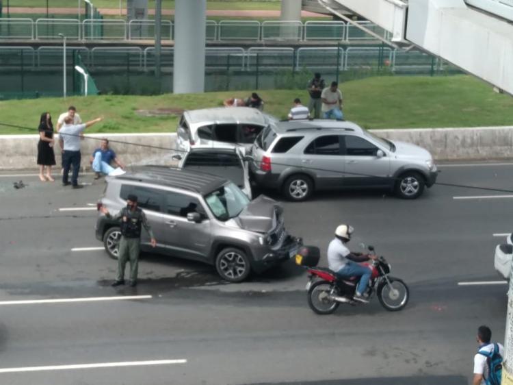 Nas imagens é possível verificar carros na pista | Foto: Reprodução - Foto: Reprodução