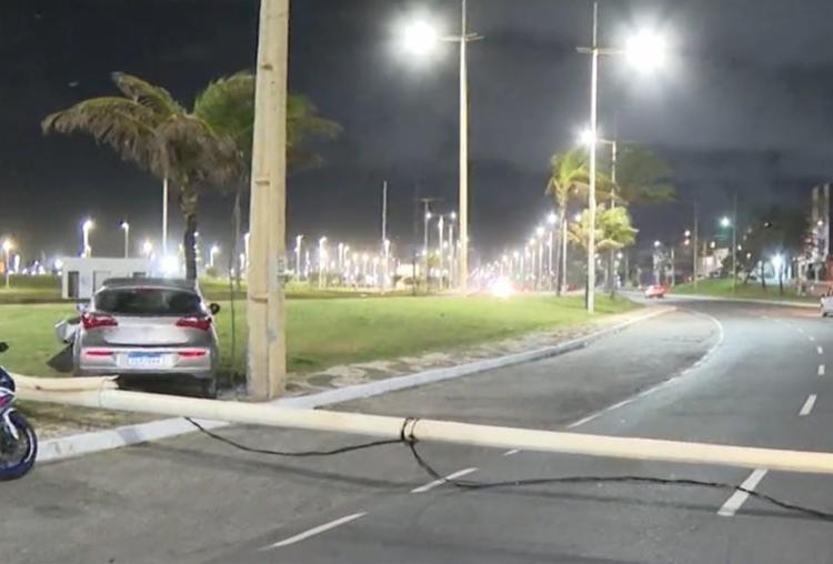 Acidentes aconteceram a menos dde 500 metros um do outro, na Avenida Octávio Mangabeira, - Foto: Reprodução | TV Bahia