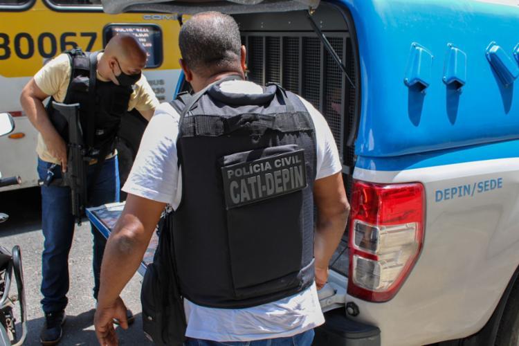 Segundo a polícia, os pais do agressor também foram presos por colaboração no crime   Foto: Ascom da Polícia Civil - Foto: Ascom da Polícia Civil