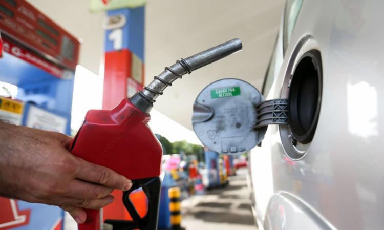Com um consumo 30% maior que a gasolina, o álcool também teve aumento no preço de 37% somente neste ano I Foto: Marcelo Camargo I Agência Brasil - Foto: Marcelo Camargo I Agência Brasil