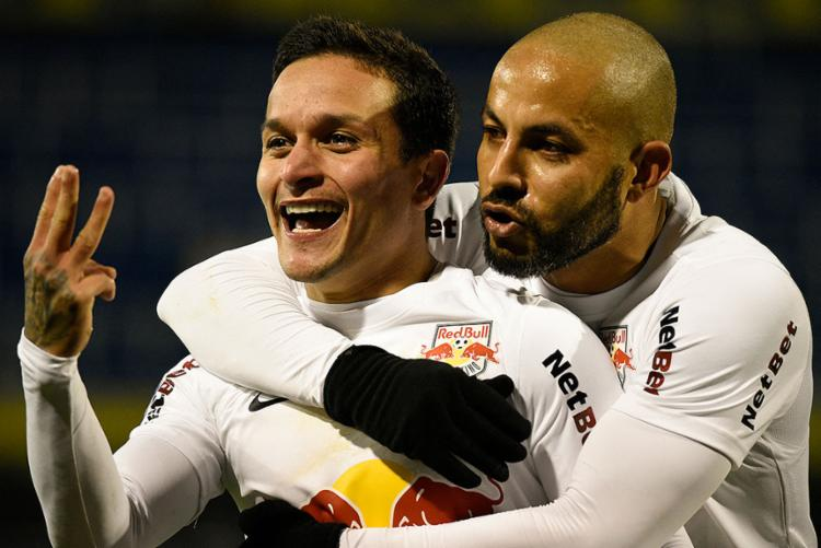 O atacante Artur Victor (à esq.) é um dos destaques do time na competição | Foto: Marcelo Manera | AFP - Foto: Marcelo Manera | AFP