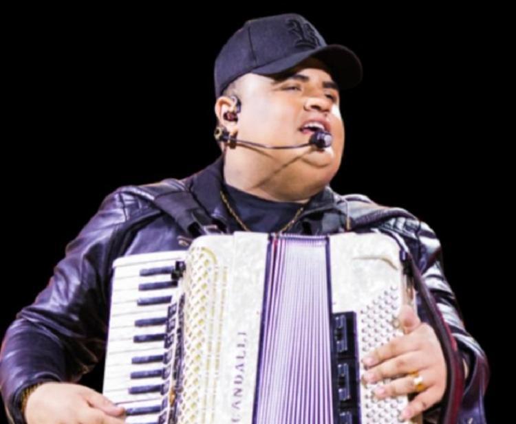 O músico apresentará ao público os seus hits evento Bagaceira Sunset, em Lauro de Freitas   Foto: Divulgação - Foto: Divulgação