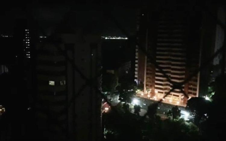 Diversos bairros da capital baiana e da RMS ficaram sem luz por aproximadamente 10 minutos - Foto: Reprodução/Redes Sociais