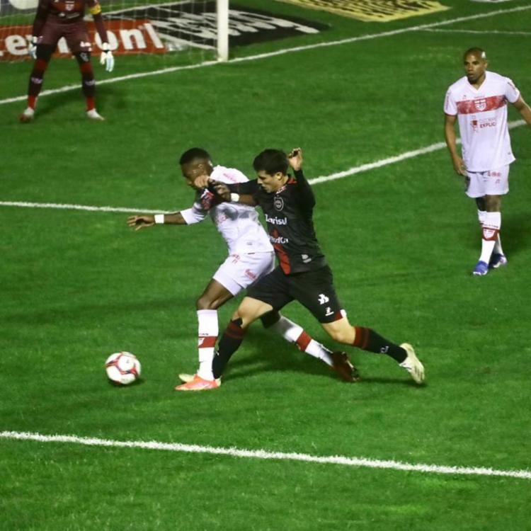 O gol dos alagoanos foi marcado aos 25 da etapa final pelo meia Diego Torres   Foto: Divulgação   CRB - Foto: Divulgação   CRB