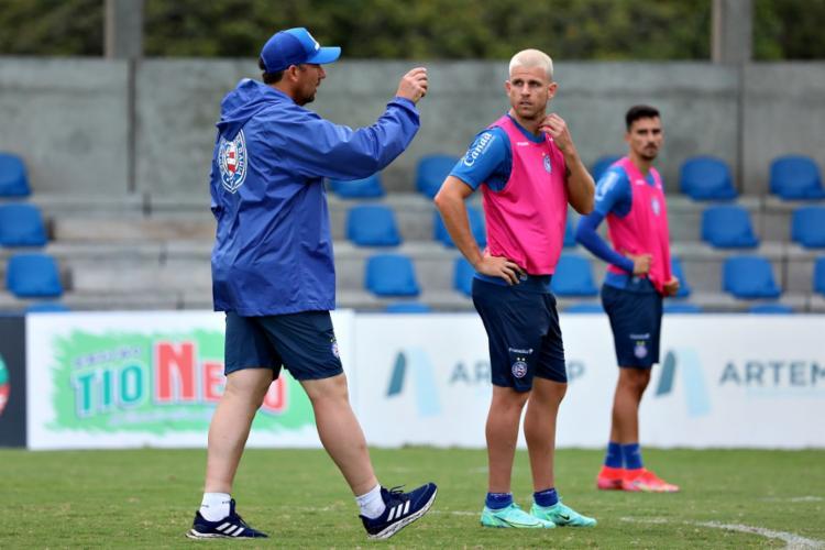 Dabove chegou a parar a atividade várias vezes para passar instruções aos jogadores | Foto: Felipe Oliveira | EC Bahia - Foto: Felipe Oliveira | EC Bahia