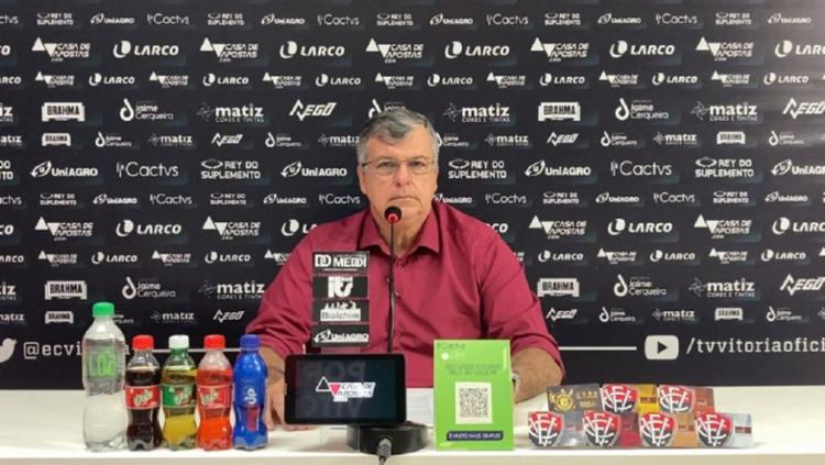 Com o extracampo conturbado, Luiz Henrique frisou que quer blindar o grupo de jogadores | Foto: Reprodução | TV Vitória - Foto: Reprodução | TV Vitória