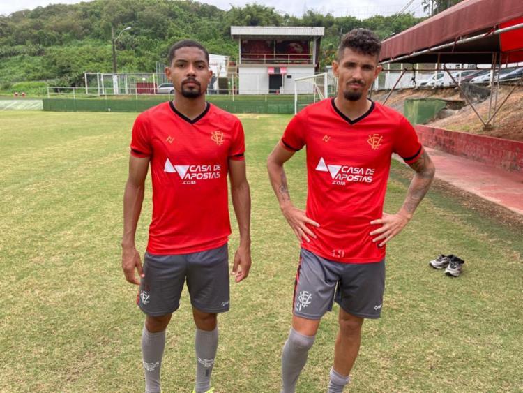 O lateral-esquerdo de 31 anos foi chegou ao clube junto com o atacante Manoel   Foto: Divulgação   ECV - Foto: Divulgação   ECV