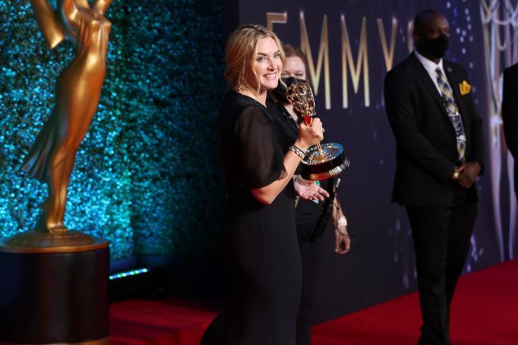 A atriz Kate Winslet foi uma das vencedoras da noite de premiações da televisão   Foto: Rich Fury   Getty Images via AFP - Foto: Rich Fury   Getty Images via AFP