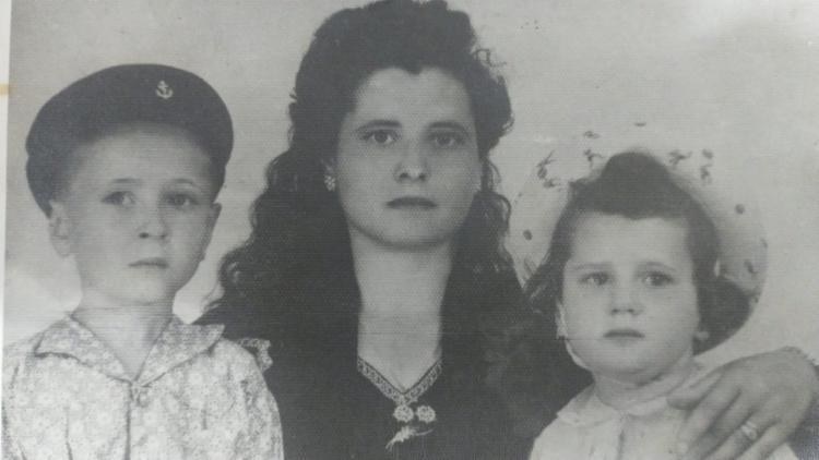 A italiana Marisa Palmarella chegou às terras na colônia de Jaguaquara com família. Na foto, a mãe, Adina Palmarella, e o irmão
