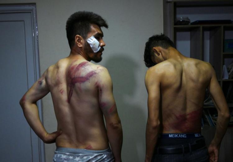 O fotógrafo Nematullah Naqd e o repórter Taqi Daryabi foram torturados   Foto: AFP - Foto: AFP