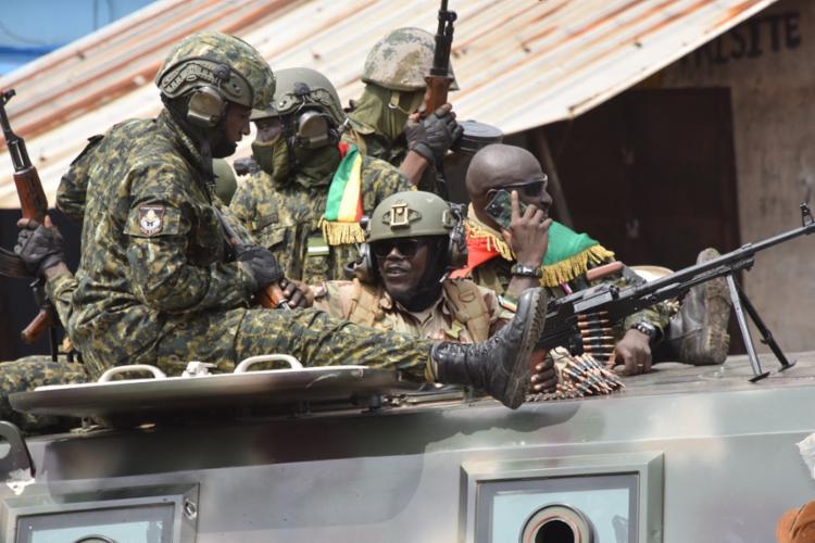 Golpistas prenderam presidente de 83 anos e substituíram governadores e prefeitos | Foto: Cellou Binani | AFP - Foto: Cellou Binani | AFP