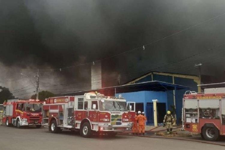 Esta é a segunda vez que a fábrica é atingida | Foto: Reprodução/CBMDF - Foto: Reprodução/CBMDF